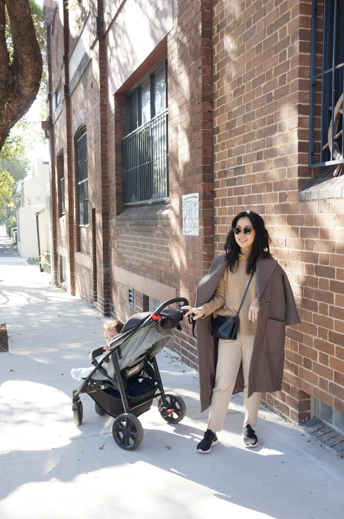 autumn winter browns, relaxed outfit, everlane cashmere square turtleneck