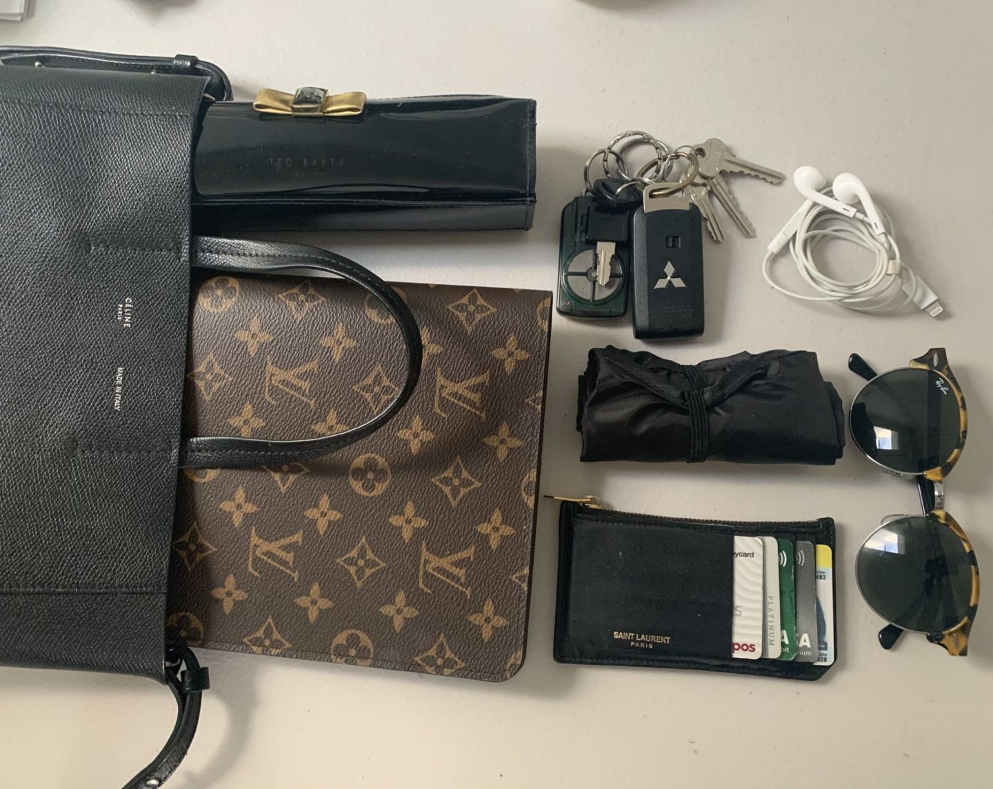 celine cabas tote review - what fits inside