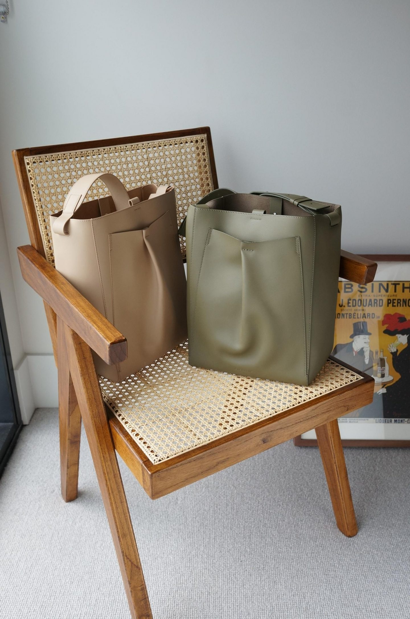 everlane studio bag in light taupe and olive in blog spot about everlane studio bag review